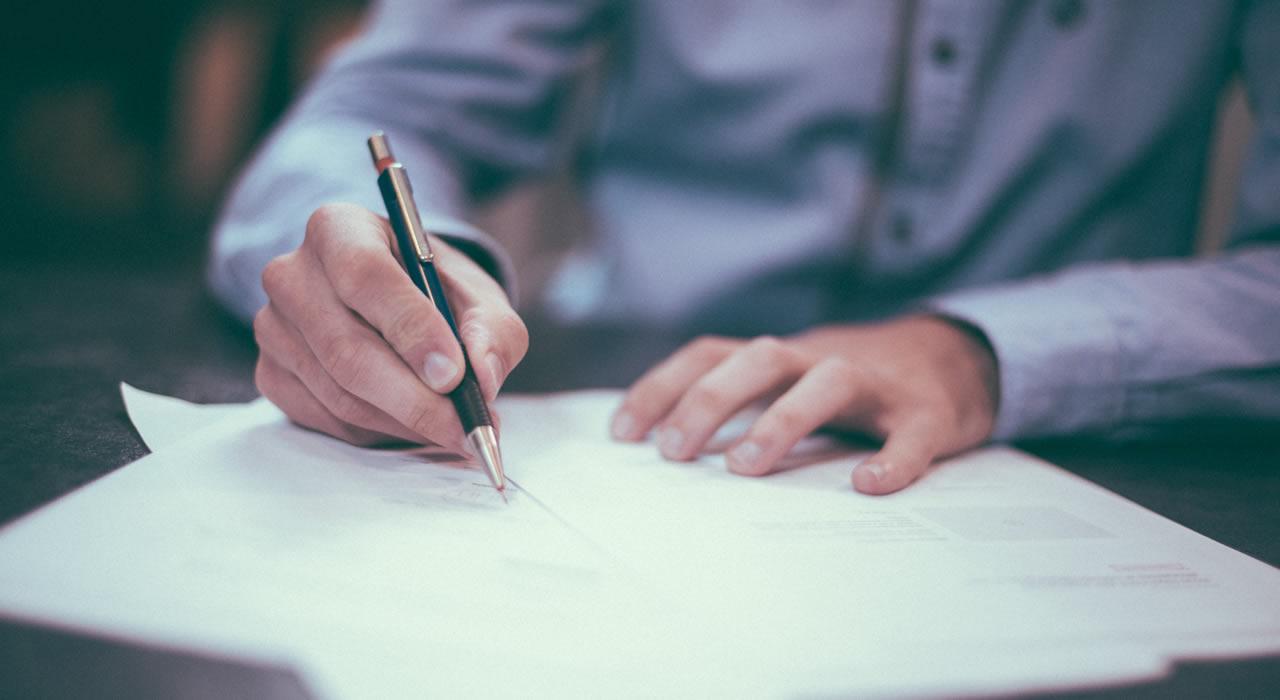 Constitución de empresas y registro de marcas
